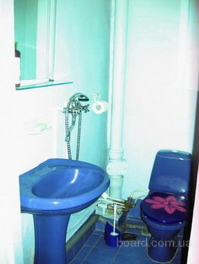 Уютная комната посуточно в центре Санкт-Петербурга метро Василеостровская .  Адрес: 9-я линия, дом 18.