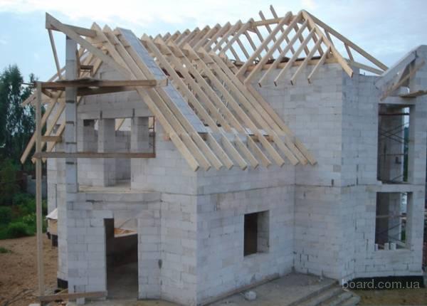 Применяя различные сложные формы и дизайнерские элементы из бетонных блоков можно выстроить дом в любом архитектурном...