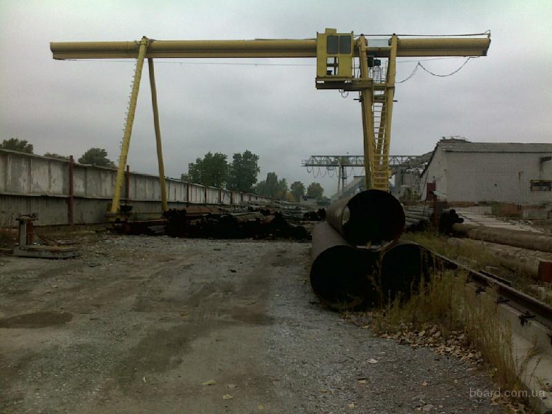 Сдам площадку от 100м2 до 600м2 под козловым краном.Днепропетровск