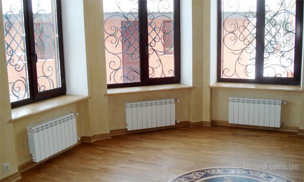 Система отопления радиаторами строится, как правило, по коллекторно-лучевой схеме с использованием полимерных труб и.