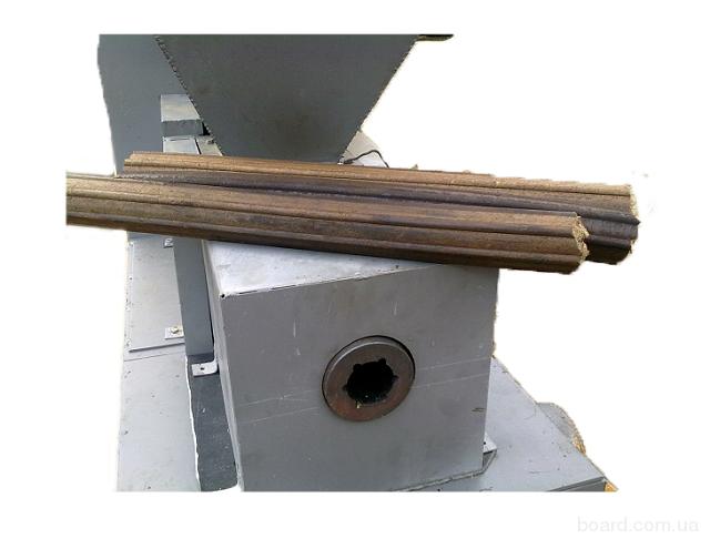 ...являются опилки и отходы древесины.  Получаемый продукт: брикеты...