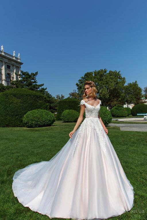 Как создать идеальный тандем платья невесты и костюма жениха