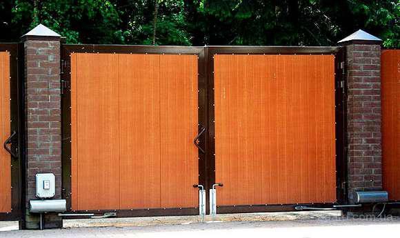 Наиболее экономичным типом ворот являются ворота из профнастила.