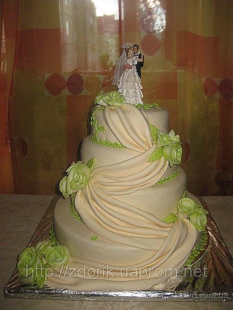 Свадебный 4-х ярусный торт с 2-х цветными салатовыми розами