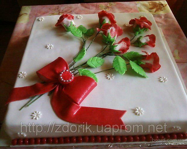 Торт на юбилей с букетом роз