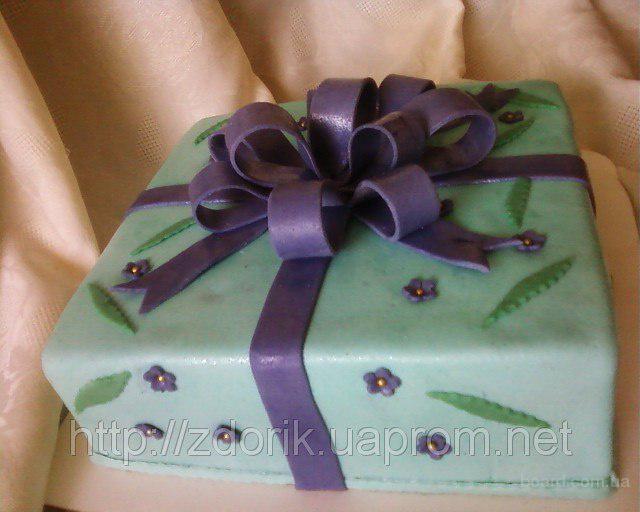 """Торт """"Праздничная коробочка с бантом """""""