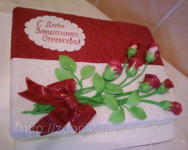 Праздничный торт с бардовыми розами