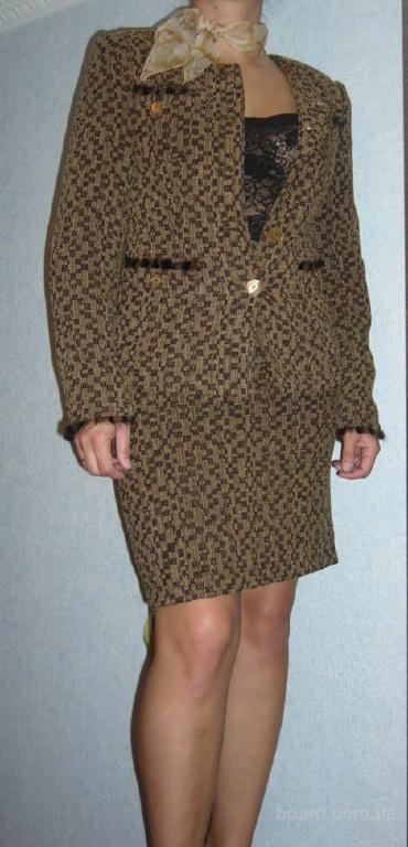 фирменный костюм с юбкой классический XS-S