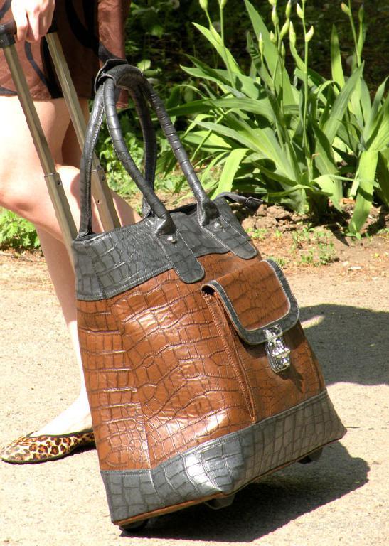 Дорожная сумка на колесиках, ручная.