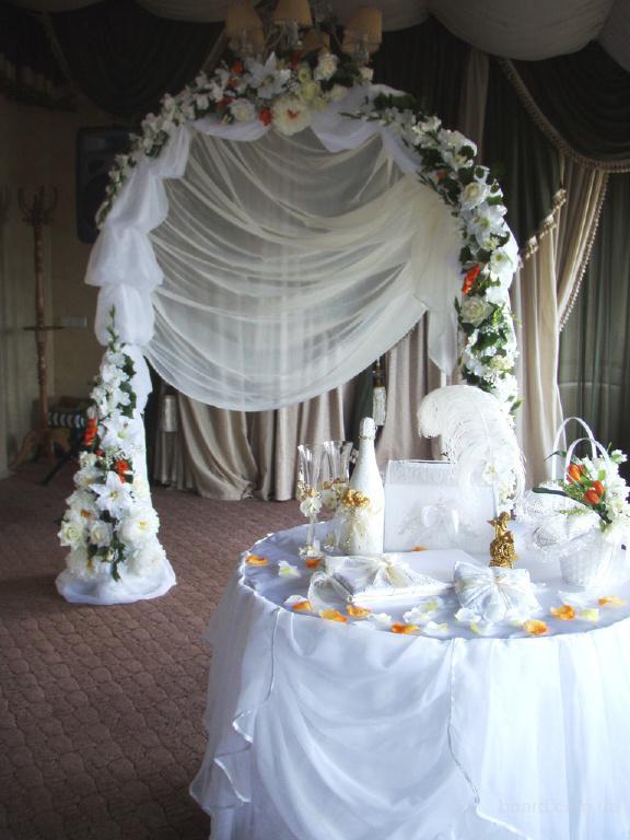 Цветы в телеге декор