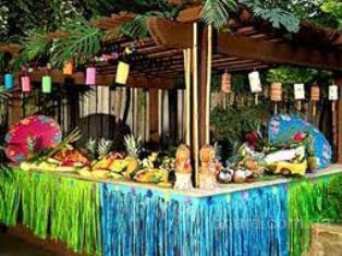 Гавайские леи, юбки, шоколадные фонтаны, фруктовые пальмы.