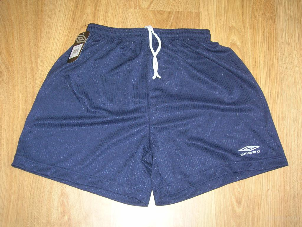 Продам спортивные шорты Umbro.