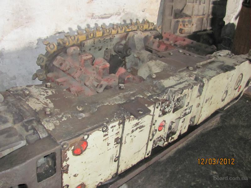 Очистной комбайн для работы с тонкими пластами угля (до 1 метра).  Комбайн возможно использовать под наклоном 45-60...