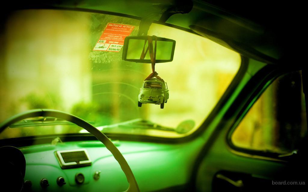 Обои игрушка, зеркало, авто, зел…