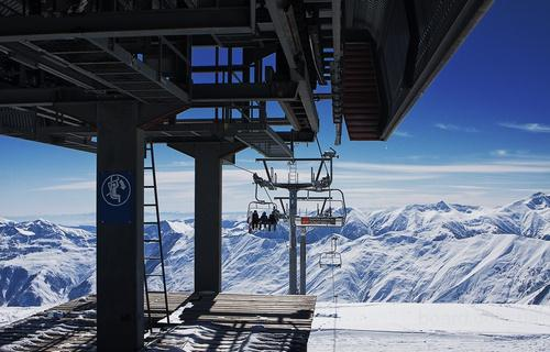 Гудаури - молодой развивающийся горнолыжный курорт, находится в Казбегском районе Грузии в 120 км от Тбилиси на...