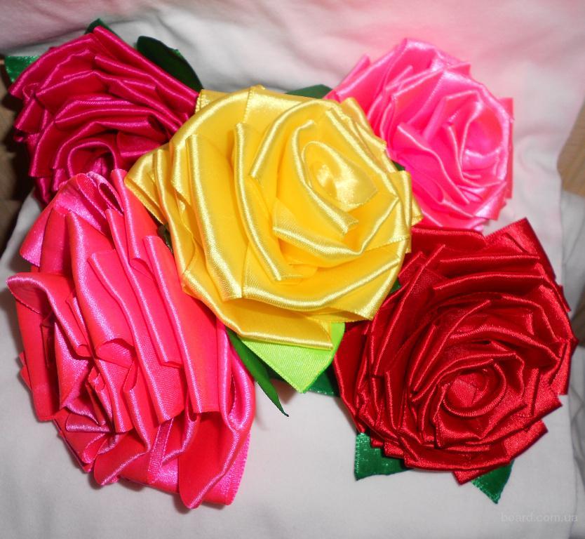 Розы и цветы из атласных лент
