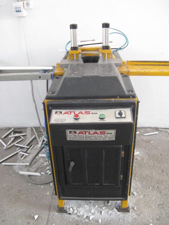 Продается отлаженная действующая линия по производству ПВХ конструкций.