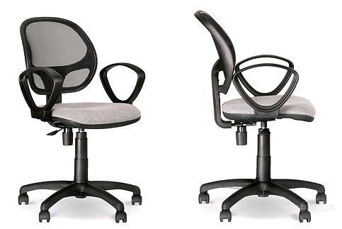 Компактное кресло для персонала ALFA станет отличным решением для дома и офиса.