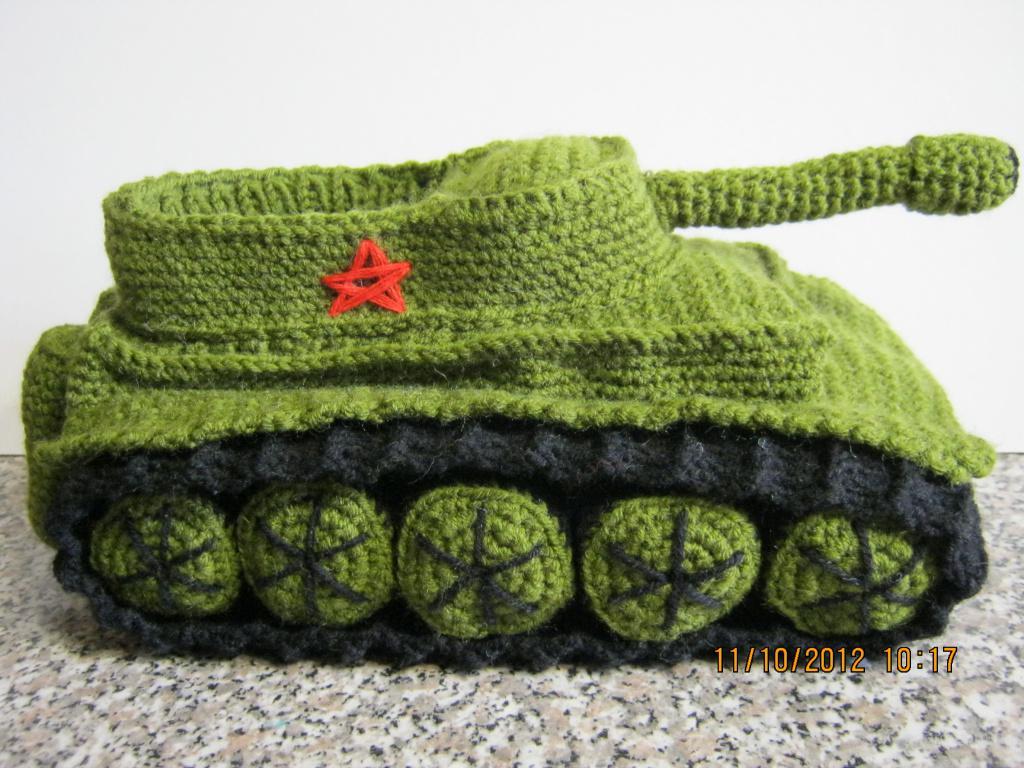 Вязаные тапочки танки продам